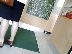 Szpieg grannys nogi pantyhosed